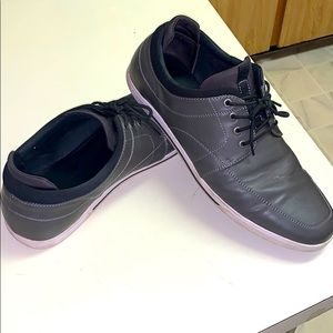 🔥3/$10🔥Grey faux-leather shoes